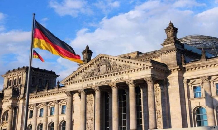 ألمانيا تندد بمقتل العالم النووي الإيراني فخري زاده