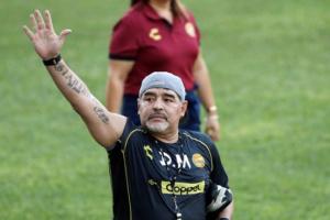 بيكنباور عن مارادونا: عبقري فقد السيطرة على حياته