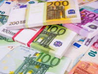 اليورو يواصل مكاسبه ويقفز لأعلى مستوى في عامين ونصف