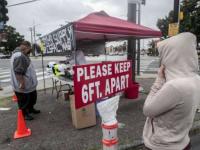حظر التجمعات والأنشطة غير الضرورية في كاليفورنيا