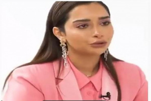 بلقيس تبكي على الهواء بسبب والدتها (فيديو)