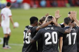 ريال مدريد يستعيد توازنه بانتصار صعب على إشبيلية في عقر داره بالدوري الإسباني