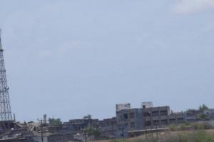 """نيران حوثية تستهدف مزارع الدريهمي.. و""""المشتركة"""" تُخمدها"""