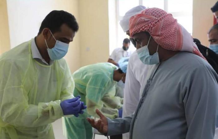 مستشفى خليفة يفحص القادمين إلى سقطرى لكشف مصابي بكورونا