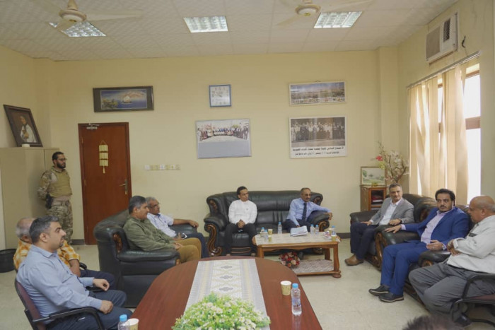 وزير الأشغال ومحافظ عدن يتفقدان كلية الهندسة