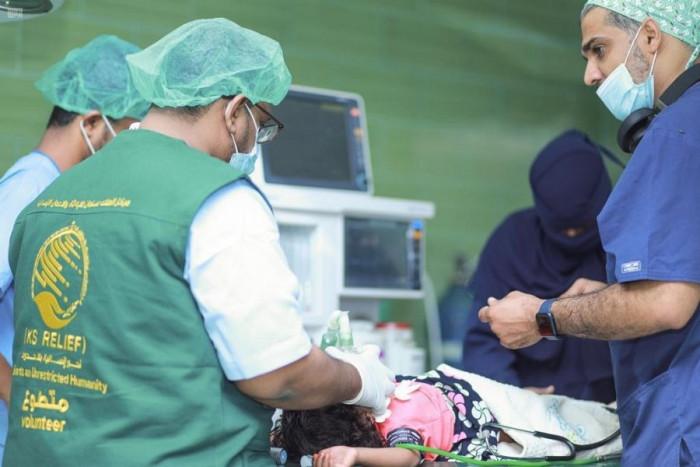 سلمان للإغاثة يتكفل بـ 12 جراحة للأطفال في المكلا