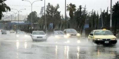 هطول أمطار غزيرة في محافظات عدة بالأردن تتسبب في إغراق السيارات
