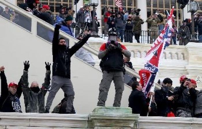 فيدرالي واشنطن يطالب المتورطين في أحداث الكونغرس بتسليم أنفسهم