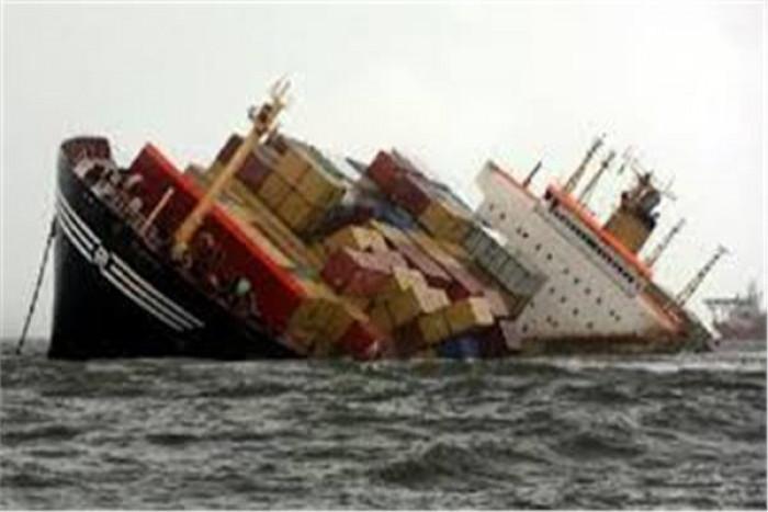 غرق سفينة ومصرع بحارين في البحر الأسود