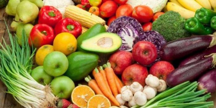 استقرار أسعار الخضروات والفواكه بأسواق عدن اليوم الإثنين