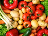ارتفاع البطاطس وانخفاض البصل.. أسعار الخضروات والفواكه بعدن