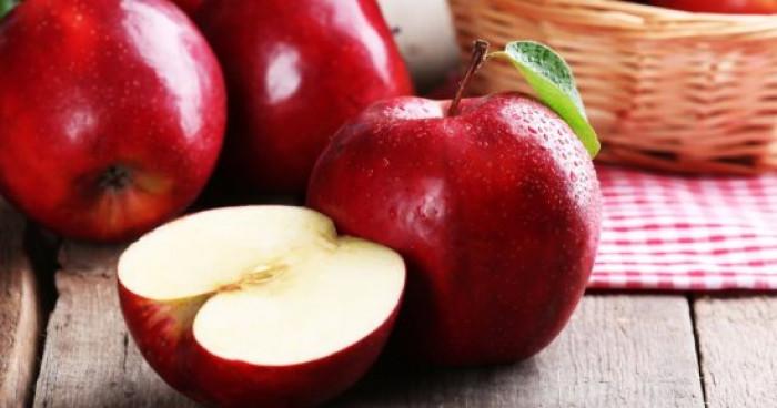رغم فوائده العديدة.. احذر من كثرة تناول التفاح