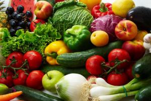 ارتفاع الطماطم.. أسعار الخضروات والفواكه اليوم الأربعاء