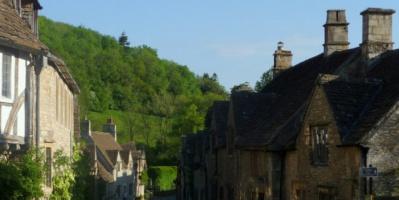 قرية بريطانية بأكملها للبيع مقابل مبلغ زهيد