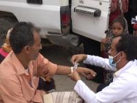 فرق هلال الإمارات الطبية تُعالج مرضى الحديدة (فيديو)