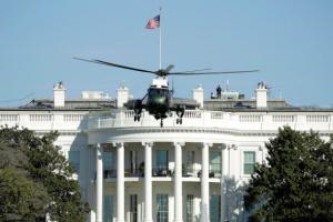 مروحية الرئاسة تقل ترمب وزوجته من البيت الأبيض لنقلهما إلى قاعدة آندروز
