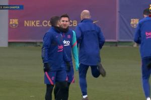 ميسي يتدرب مع برشلونة رغم قرار إيقافه