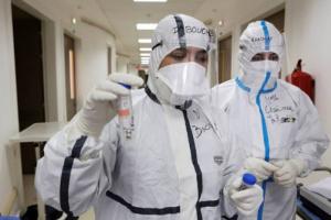 الأردن يُسجل 17 وفاة و978 إصابة جديدة بكورونا