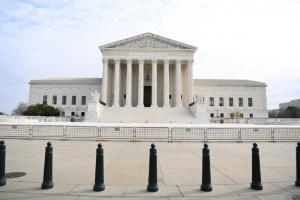 إخلاء مبنى المحكمة العليا بواشنطن عقب إنذار بوجود قنبلة