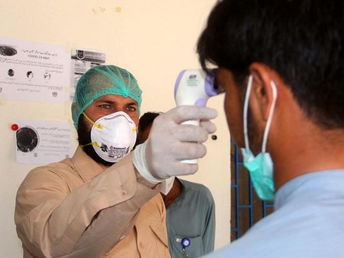 باكستان تُسجل 54 وفاة و2363 إصابة جديدة بكورونا