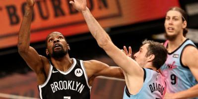 بروكلين نتس يفوز على ميامي هيت في مباراة مثيرة بدوري السلة الأمريكي