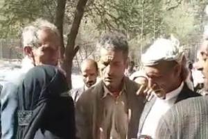منع سيدة من الانتحار حرقا بسوق شعبية في إب