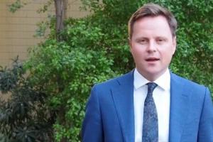 سفير بريطانيا بالعراق يدين اعتداء المليشيا على ناشطة