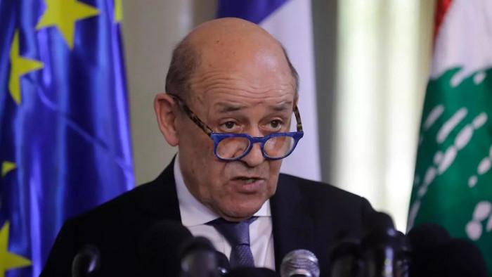 فرنسا تدعو الاتحاد الأوروبي إلى فرض عقوبات على روسيا بسبب نافالني