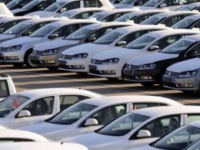 الجمارك الإيرانية تمنع دخول السيارات الأمريكية الفاخرة