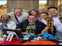 """خالد الصاوي رفقة حمدي الميرغني ومحمد ثروت في كواليس فيلم """"تماسيح النيل"""""""