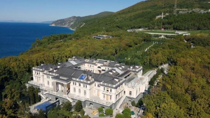 الرئيس الروسي: لا أمتلك قصرا فخما على البحر الأسود