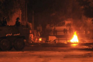 اشتعال المواجهات العنيفة في تونس بعد وفاة متظاهر