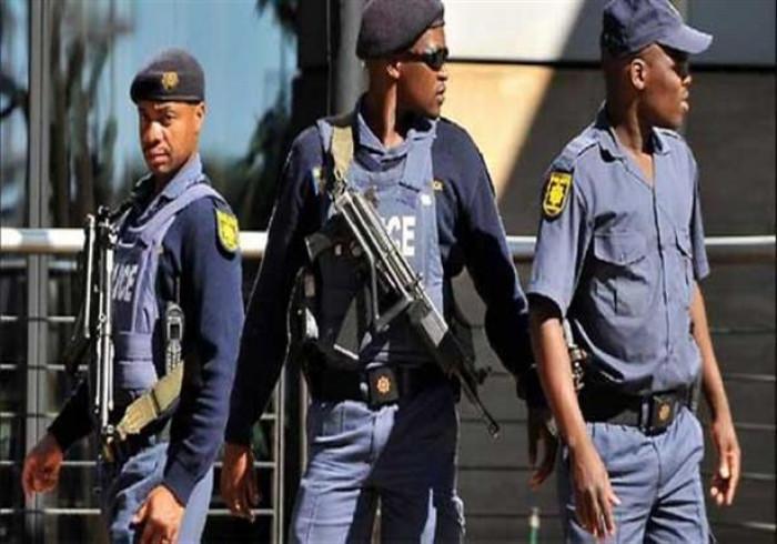 جنوب أفريقيا.. التحقيق في عدم ارتداء مسؤولة بارزة الكمامة