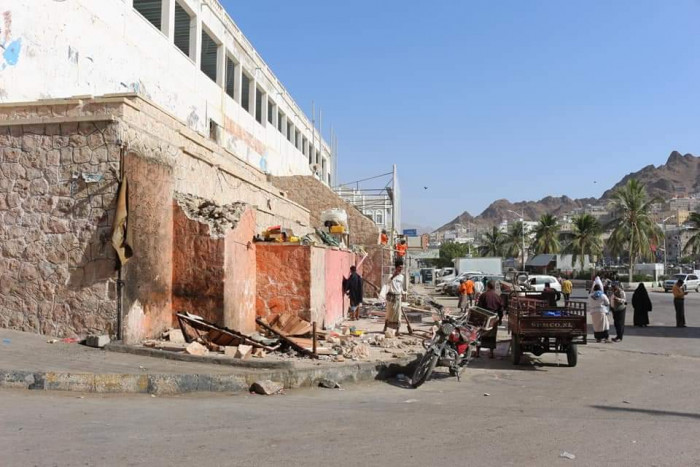 إزالات للعشوائيات في منطقة شرج باسالم بالمكلا