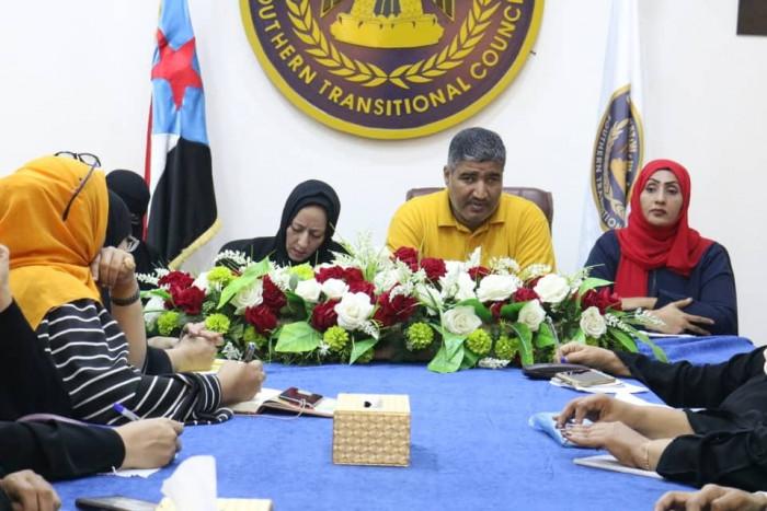رئيس انتقالي عدن: تعزيز التعاون بمجال تنمية المرأة