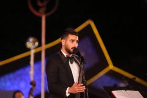 """بالفيديو.. محمد الشرنوبي يغني """"عزيمتي صخر"""""""