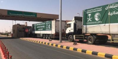 16 شاحنة سعودية تنقل مساعدات لـ4 محافظات