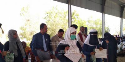 تكريم الطالبات المتفوقات بمجمع خولة بزنجبار