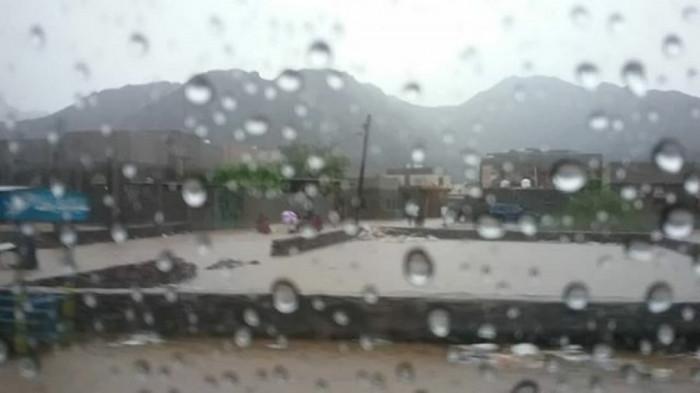 طقس مضطرب بلحج وأمطار متفرقة على السواحل