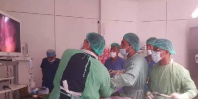 بمنظار جراحي حديث.. تطوير إمكانات مستشفى خليفة بسقطرى