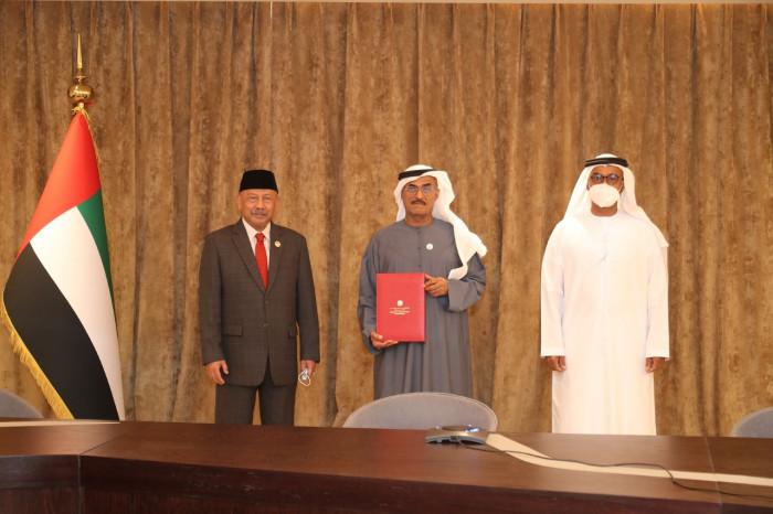 الإمارات وإندونيسيا توقعان مذكرة تفاهم لتعزيز التعاون المشترك