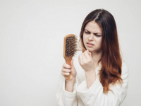 دراسة: المتعافون من كورونا يعانون تساقط الشعر