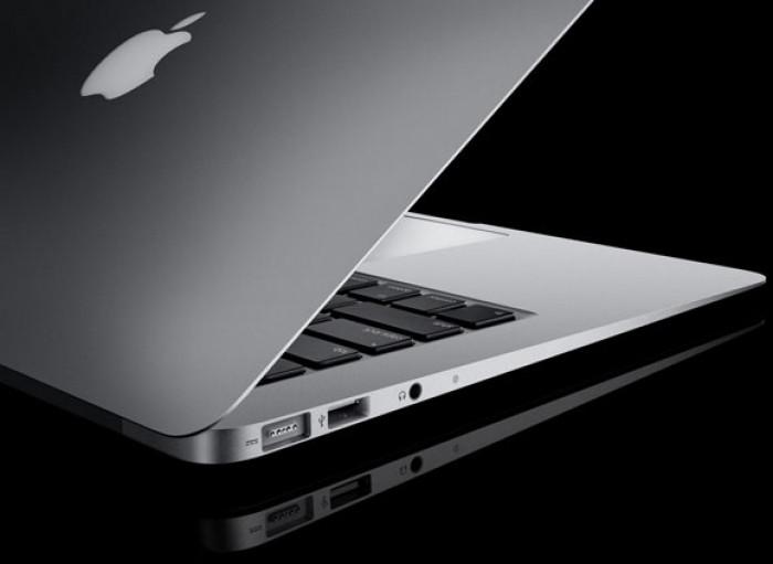 """أبل تخطط لإطلاق جهازي كمبيوتر محمول """"MacBook Pro"""""""