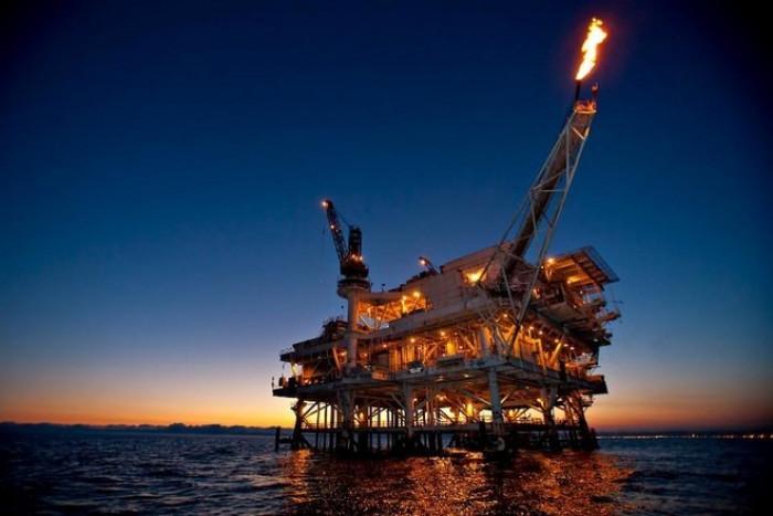 النفط يرتفع لأعلى مستوى في عام.. برنت يكسر حاجز الـ67 دولار