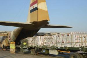 مصر تُرسل طائرة مساعدات طبية وغذائية إلى لبنان