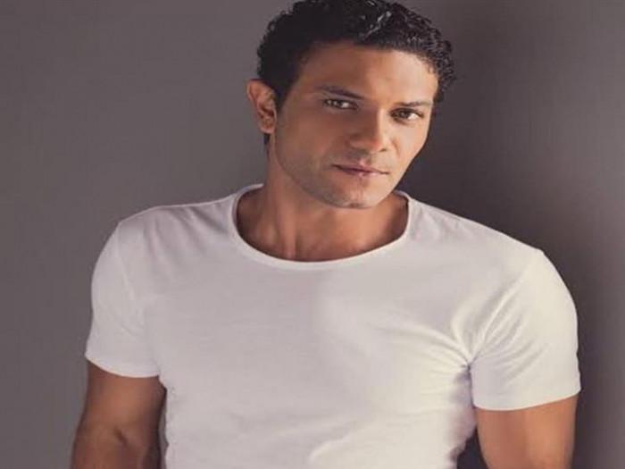 آسر ياسين يكشف عن قصة حبه لزوجته