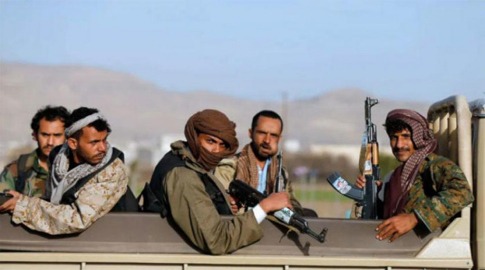 """السطو التجاري الحوثي.. """"العلامات"""" لم تسلم من إرهاب المليشيات"""