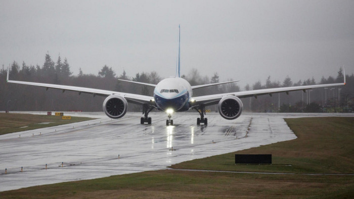 """هبوط اضطراري لطائرة """"بوينغ 777"""" في موسكو"""
