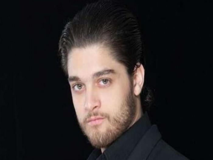 عمر خورشيد يطلب الدعاء لوالده بعد إصابته بذبحة صدرية