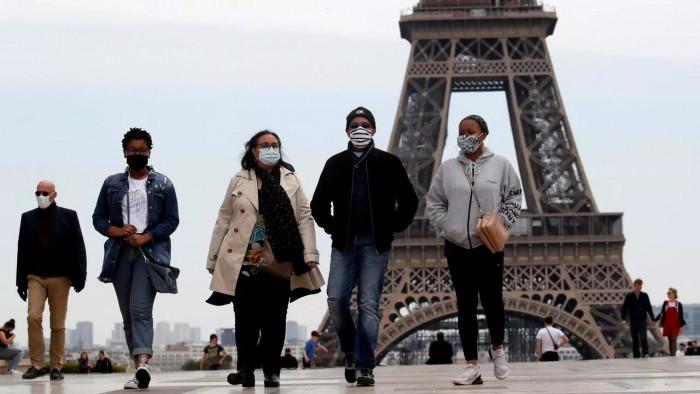 السلطات الفرنسية تدرس إغلاق باريس لمدة 3 أسابيع